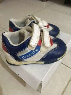 Sepatu Crocodille