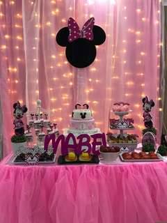 Backdrop & cake table Minnie Mouse Party