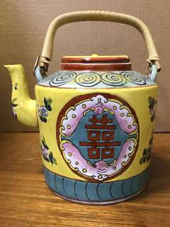 旧瓷器茶壺,高15cm寬17cm *Items Sold Are Non-Returnable & Refundable.