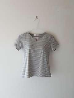 🚚 橫條紋 細條紋 灰色 百搭 短袖 V領 T恤