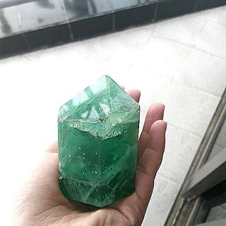 Batu kristal hijau