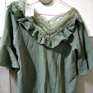 綠色大V領蕾絲上衣