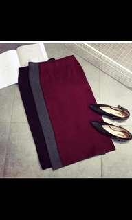 🚚 酒紅色直條紋坑條百搭合身開衩中長款針織裙