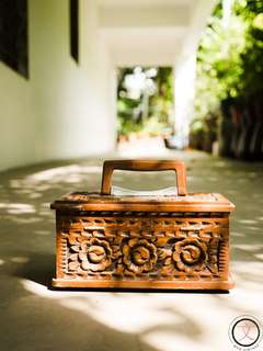 DC029 Hand-carved wooden accessories box