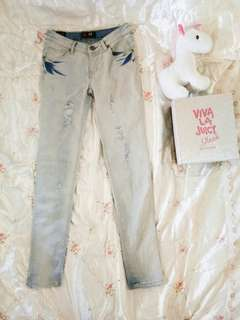 Bum light denim pants