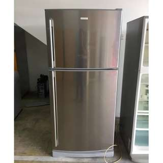 Electrolux 2Door Fridge Peti Ais Recond Metallic