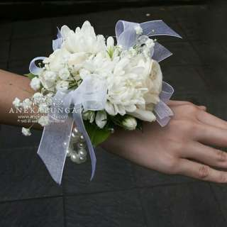 Bunga corsage tangan wanita - wedding - party - rapat - graduation -
