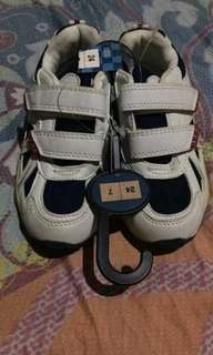 Rubber shoes for your little one