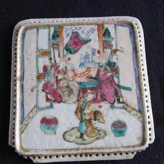 #194 ,民國粉彩人物故事,方型小瓷片角有小瑕疵 -古董
