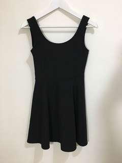 🚚 大U領小黑洋裝 #不易皺材質