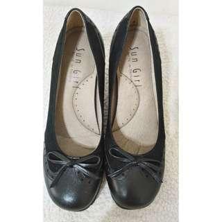 ~ 物超所值 ~ 全新~ Sun Girl MIT真皮 輕量 黑色 娃娃包頭跟鞋 尺寸 23 1/2