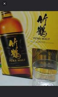 竹鶴NAS威士忌700mI連竹鶴威士忌酒杯一個禮盒。