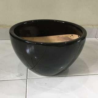 Elegant black flower pot