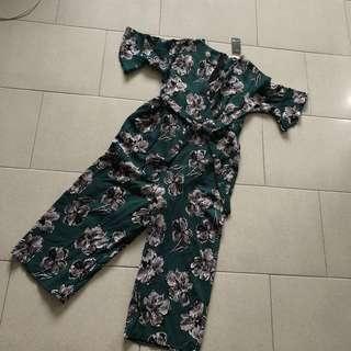 Floral jumpsuit free pos