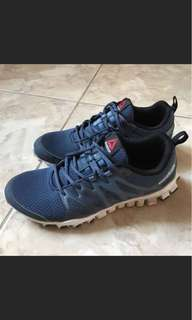 Reebok慢跑鞋
