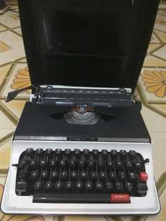Antique Columbia 550 Portable Typewriter