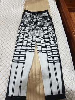 Mia size 6 geometric pants