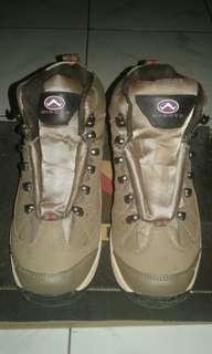 Sepatu hiking wigote wanita