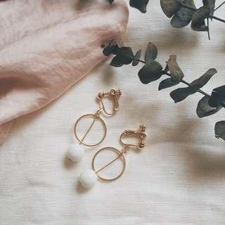 Adalyn Geometric Circle Earring