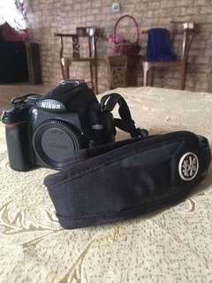 """Fullset Nikon d5000 with """"crumpler strap"""""""