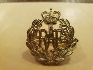 Genuine Post WW2 1950s Royal Air Force cap badge
