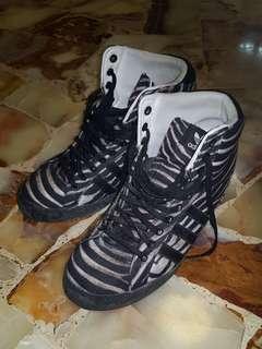 Adidas wedge sneakers. Us7.5.