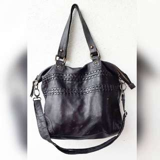 CADELLE GENUINE LEATHER BAG.