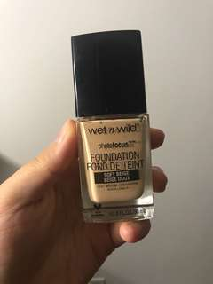 Wet and wild photo focus foundation soft beige