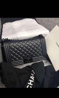 Chanel boy黑扣牛皮 25cm