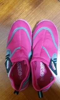 Urban Beach 小童或中童鞋