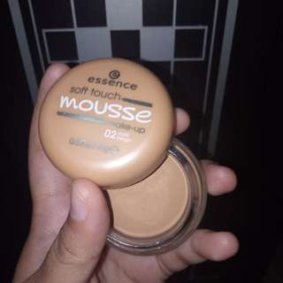 Essence Soft Touch Mousse Foundation