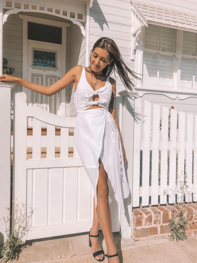 // bricklayne - NEW white gorgeous dress