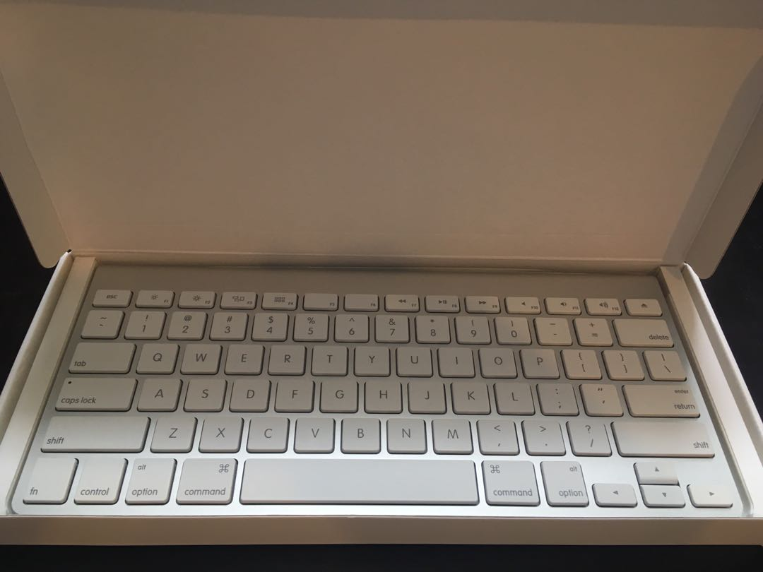 "Brand new Apple ""A1314"" wireless aluminium keyboard"
