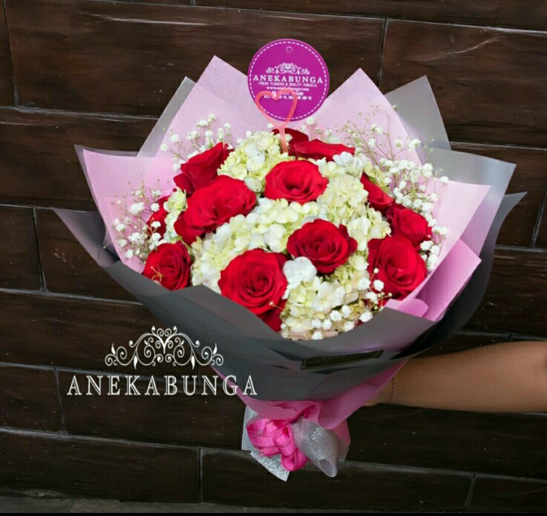 Bunga hand bouquet ulang tahun - birthday - anniversary - graduation ... 1e51f9de23