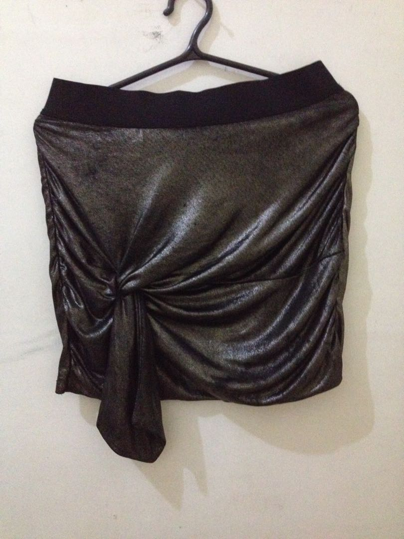 930b1807f3 H&M skirt, Women's Fashion, Clothes, Dresses & Skirts on Carousell