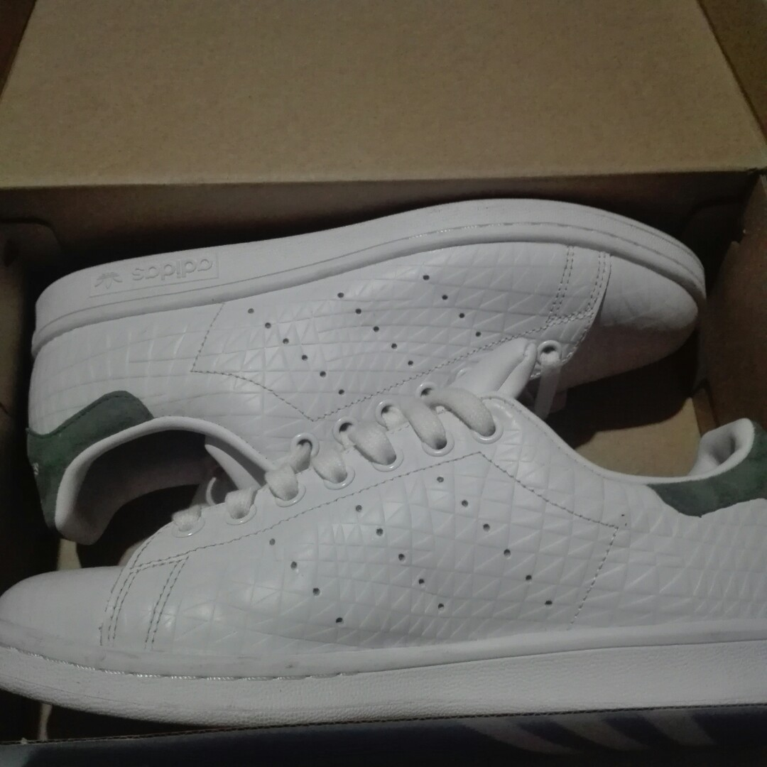 Stan Smith W Embossed Triangle Green Women Shoe Sneakers BZ0409, Women's Fashion, Shoes on Carousell