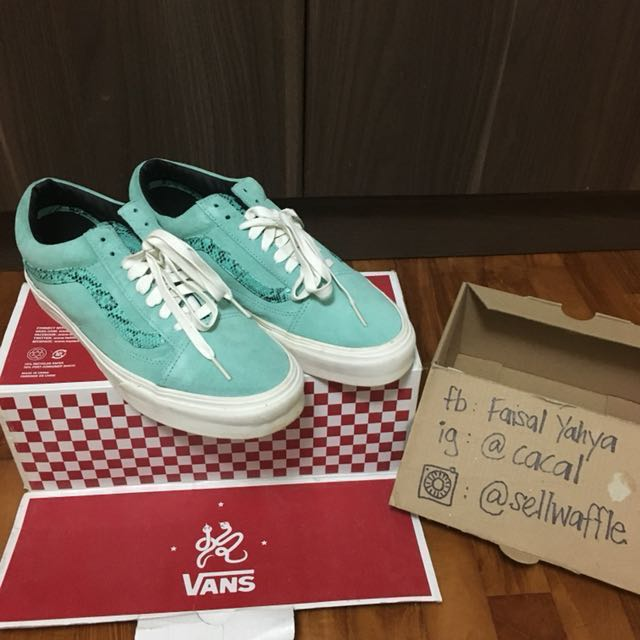 35731dd2f6ba Vans Old Skool Size 9 Year of the Snake 2013