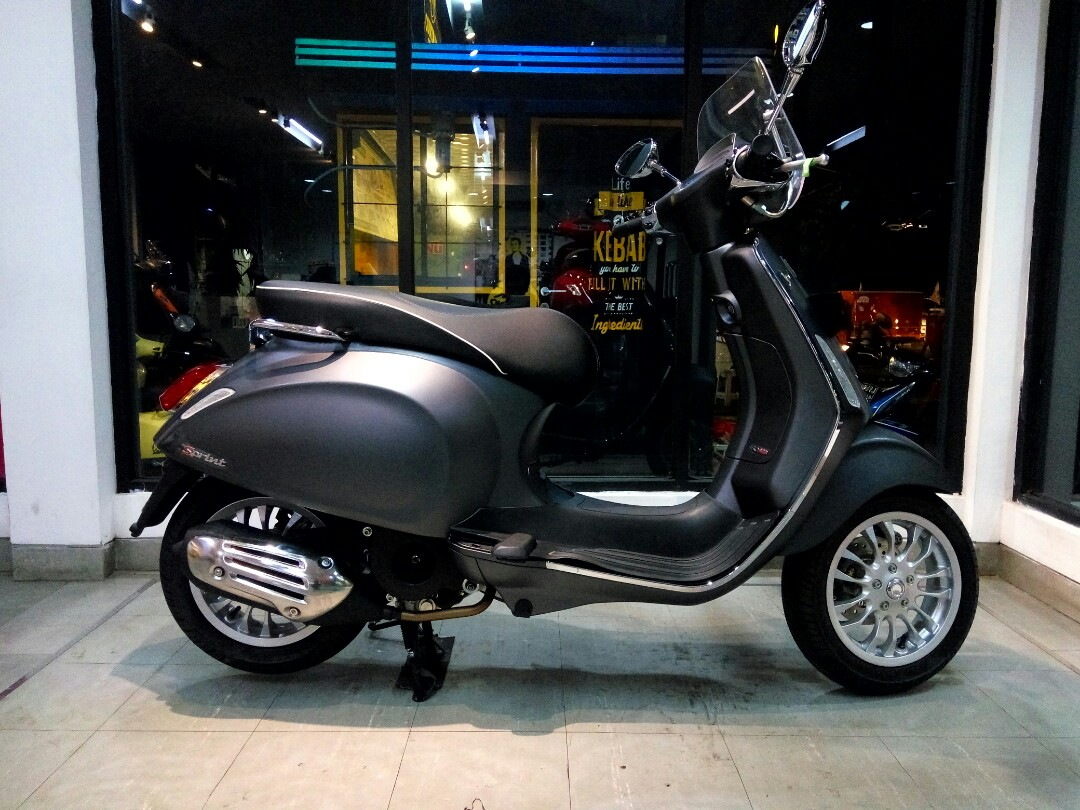 Vespa Sprint I Get Matt Grey Grigio Titanio Daftar Harga Terkini Primavera 150 Abs Blu Midnight Jakarta