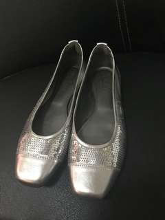 excellent condition authentic Hogan silver flats - 38 - fits 8-8.5