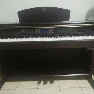 Piano yamaha clavinova CVF- 203