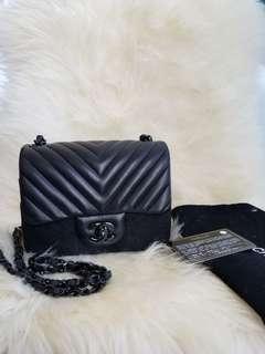 Chanel chevron so black square mini