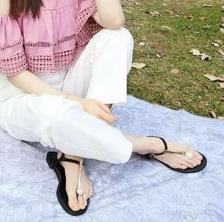 預購~低跟珍珠夾腳涼鞋(杏色、黑色)