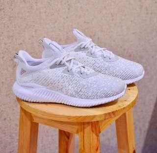 Sepatu Hangout
