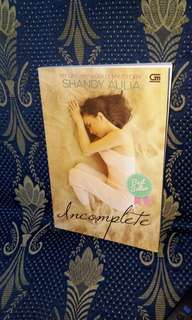 "Novel ""Incomplete"" Shandy Aulia"