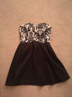 Small strapless black and white dress