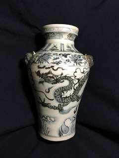 Yuen dynasty Blue n White dragon vase with two tiger hooks authentic n beautiful artwork. 元末明初青花龍行天下到代雙虎耳瓶。