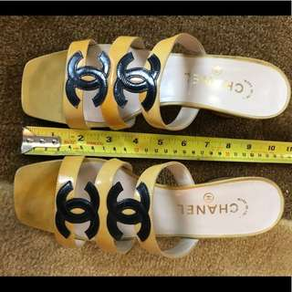 💯 Authentic CHANEL yellow CC sandals with heels