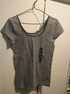 Gap dark green striped shirt
