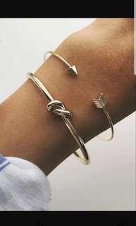 Knot bangle gold