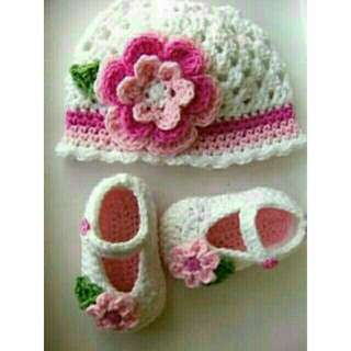 crochet.. bonnet and shoes set... brand new..